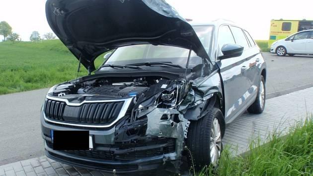 U Lutopecen se srazila auta, řidička skončila v nemocnici