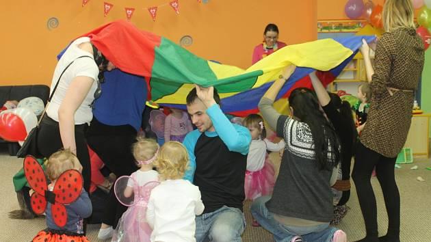Mateřské centrum Klubíčko připravilo karneval pro nejmenší.