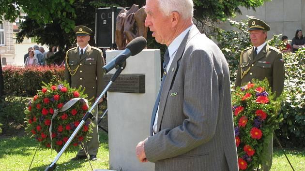 U pomníku PTP - VTNP na Husově náměstí v Kroměříži uctili kladením věnců jejich památku.