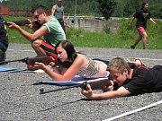 K větší spolupráci a orientaci v přírodě pomohl studentům holešovské Vyšší a střední policejní školy týdenní pobyt ve vojenském prostoru Libavá.