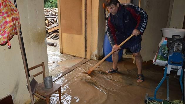 Pořádné starosti nadělala poslední červencový večer bouřka lidem z Lubné - hladiny potoků a řek stoupaly i na dalších místech regionu.