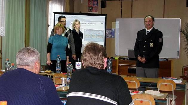 Policie ve spolupráci s městem Kroměříž a Červeným křížem uspořádala školení pro taxikáře.