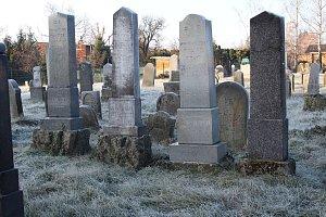 Židovský hřbitov je němým svědkem všech holešovských protižidovských pogromů