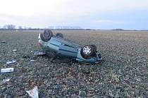 Při nehodě u Skaštic skončil v sobotu 6.2. řidič s peugeotem v poli, po nehodě nadýchal téměř dvě promile.