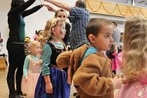 Neděle patřila v Kroměříži dětem. V Domě kultury se konal tradiční karneval, kam letos dorazila i Inka Rybářová s klaunem Rybičkou.
