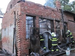 Požár v přístavku bývalé moštárny v Kostelci u Holešova způsobil ve čtvrtek 15.9. nájemník, který si chtěl uvařit kávu. Škoda dělá přes dvacet tisíc.