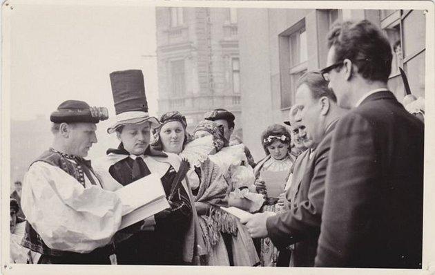 Kdysi tradiční masopustní zvyk Hanácké právo si v těchto dnech připomínají lidé v kroměřížské části Bílany.