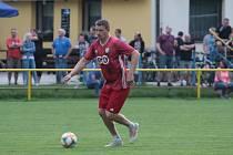 Fotbalisté Kvasic (v červených dresech). Ilustrační foto