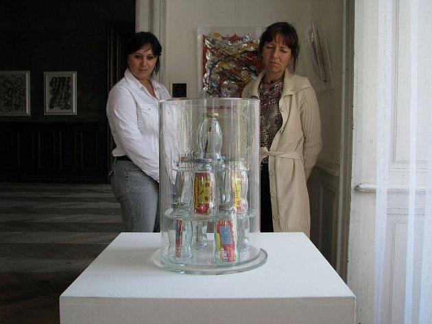 Bystřice pod Hostýnem - zámek: výstava pojmenovaná Maesotoric představuje od 1. 5. do 25. 5. 2008 obrazy a plastiky italského umělce Graziana Cuberliho (Graziano Cuberli)