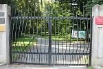 Podzámecká zahrada byla totiž v pondělí uzavřena kvůli následkům bouřky z předchozího dne.
