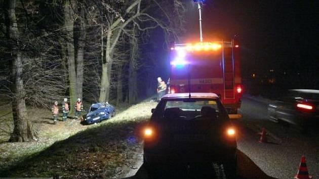 Při nehodě příšel mladý muž o život.