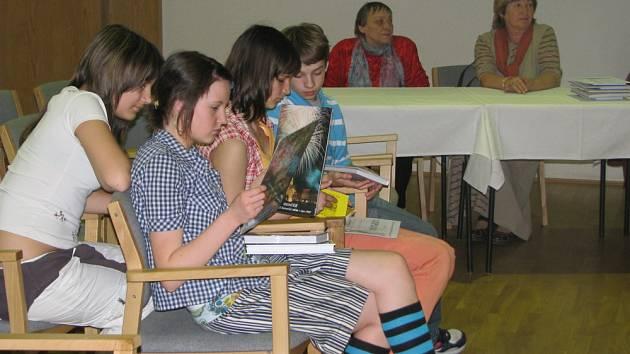 V kroměřížském Domě kultury se v úterý 7. dubna 2009 konalo oblastní kolo recitační soutěže Svátek poezie.