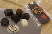 Foyer kroměřížského Domu Kultury provoněly pralinky a různé čokoládové výrobky: své výrobky během sobotního odpoledne nabízely čokoládovny z Kroměříže ale i z jiných koutů republiky.