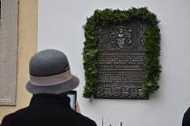 Odhalení pamětní desky odkazuje na život Bartoloměje Paprockého z Hlohol a Paprocké Vůle v Kroměříži. Deska je umístěna v Arcibiskupském zámku v Kroměříži.