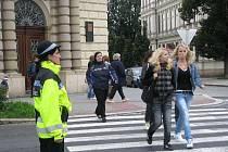 1. září se u přechodů v Kroměříži opět objevili městští i státní policisté, kteří dohlíželi na bezpečnost dětí mířících do školy.