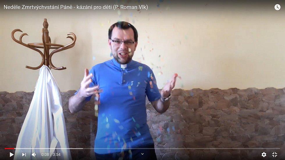 S koncepty videí mu pomáhá také jeho švagrová, která mu radí, jak děti zaujmout.
