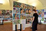 Výstavu obrázků, které žáci nakreslili a namalovali během tohoto školního roku, pořádá na zámku v Holešově výtvarný obor tamní Základní umělecké školy.FOTO: MKS HOLEŠOV