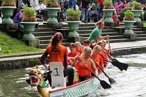 Závody dračích lodí v Podzámecké zahradě v Kroměříži