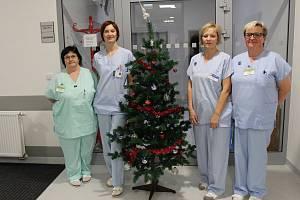 SMĚNA NA ŠTĚDRÝ DEN. Sestry z Hemodialyzačního střediska Kroměřížské nemocnice musí do práce i na Štědrý den.