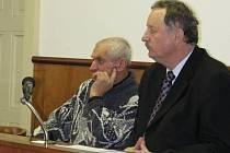 Okresní soud v Kroměříži ve čtvrtek 22. ledna podruhé odročil soud s mužem z Morkovic-Slížan, který měl několik let zneužívat vnučku své družky.