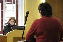 Samosoudkyně Radana Macháňová Laštůvková v pondělí 2. února u kroměřížského soudu řešila už podruhé vydírání ženy (na snímku) čtyřiadvacetiletým Petrem Hájkem - narkomanem, který už byl v minulosti několikrát trestaný.