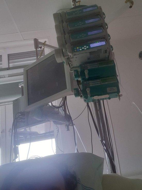 Roman Knot při léčbě onemocnění covid-19 ve Fakultní nemocnici Motol v Praze.