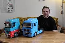 NEOBVYKLÝ KONÍČEK. Michal Brázdil z Holešova s partou nadšenců stavějí modely kamionů.