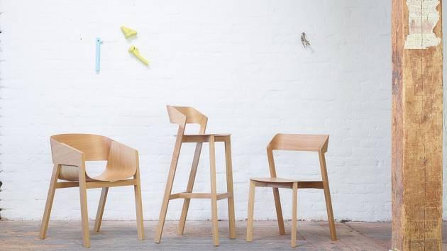 Známá továrna na výrobnu nábytku TON z Bystřice pod Hostýnem představí začátkem dubna na veletrhu v italském Miláně tři nové židle vycházející z úspěšného konceptu křesla Merano.