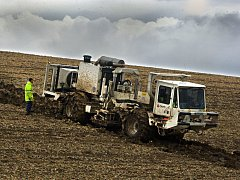 Geodetický průzkum, který hledá zásoby zemního plynu, ve čtvrtek 1. března probíhal v okolí obce Chvalnov-Lísky na Kromeřížsku.
