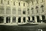 Holešovský zámek, archivní fotografie.