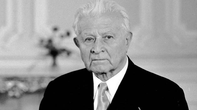 Dědeček Ludi Klusákové armádní generál a sedmý prezident Československa Ludvík Svoboda.