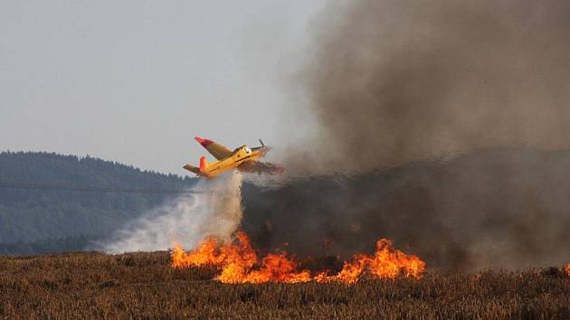 Likvidace požáru pole u Bystřice pod Hostýnem