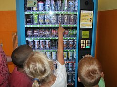 Automat na potraviny ve škole. Ilustrační foto.