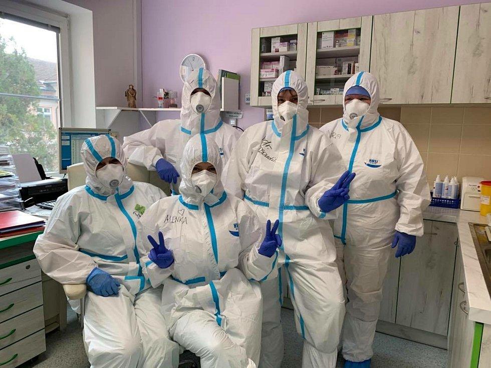 Pandemie onemocnění covid v Kroměřížské nemocnici očima hlavních protagonistů - zdravotníků.Covidové oddělení v plné zbroji.