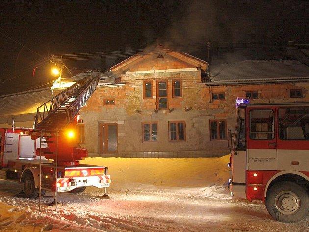 Požár v rekonstruovaném rodinném domě v Míškovicích