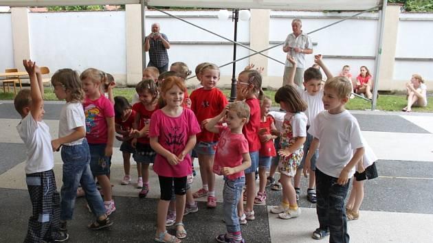 V sobotu se v Rymicích na Kroměřížsku slavilo. A to 660 let od založení obce a 120 let o založení místní základní školy. Na slavnostech předvedli své taneční umění i tamní žáci.
