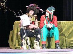 Úvodní veselou a poučnou pohádku festivalu Hulínské pohádkové jaro včera zahrály a odzpívali děti zákldní školy z Kostelce u Holešova