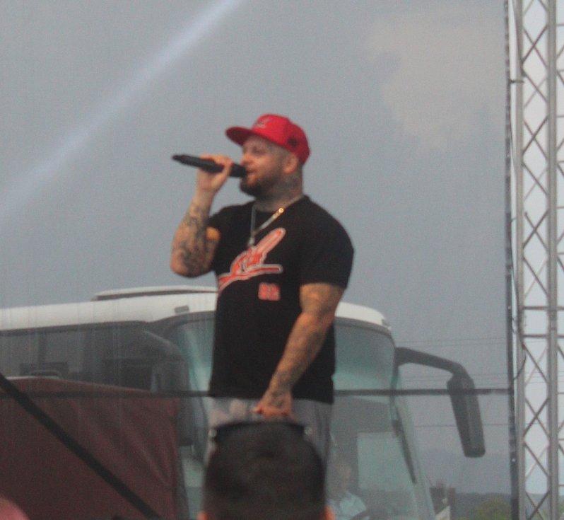 SLOVENSKÝ RAPPER KALI. Slovenský rapper Kali si nenechal ujít vystoupení i na tomto ročníku.