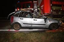 Při srážce auta s kombajnem zemřel řidič osobního vozu,