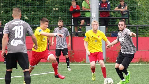 Fotbalisté Kroměříže (ve žlutých dresech) se v letní přípravě utkají i s divizním Hodonínem.