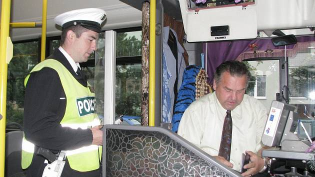 I v Kroměříži se policisté během posledního týdnu v červencin zapojili do celorepublikové dopravně bezpečnostní akce zaměřené na řidiče autobusů. Dopravní policisté ověřovali, zda nemají v krvi alkohol a v jakém stavu jsou autobusy.