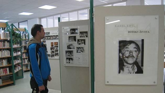 Knihovna Kroměřížska nabízí do 30. května výstavu o Karlu Krylovi.