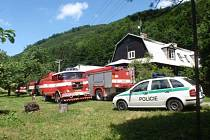 Požár bývalé hájenky likvidovali ve čtvrtek 25. června hasiči nedaleko Chvalčova.