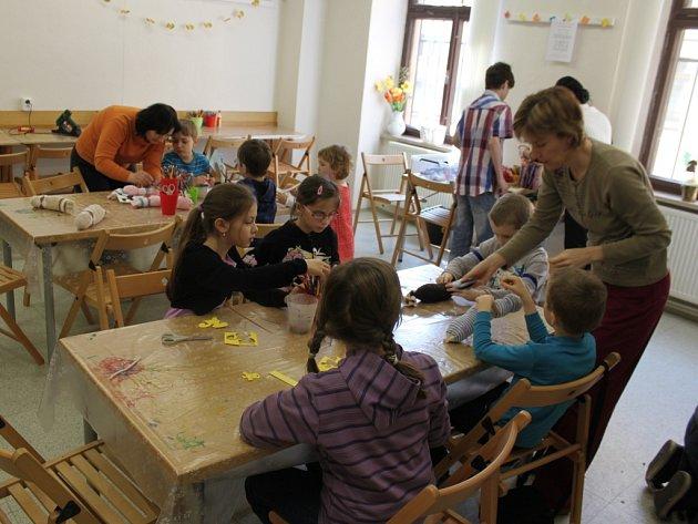 Vyrobit si zvířátko z papíru či jiného materiálu přišly v sobotu děti do Muzea Kroměřížska. Během dne se tady totiž konala tvořivá zvířecí dílnička.