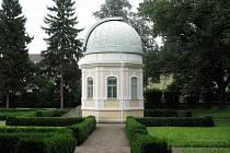 Hvězdárna v holešovské zámecké zahradě.