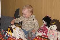 """Pojďte, pane, budeme si hrát"""". Interaktivní výstava hraček a her jakožto prezentace výtvarného projektu studentů a pedagogů VOŠPS a SPgŠ Kroměříž je k vidění až do 24. června v kroměřížské galerii Artizóna."""