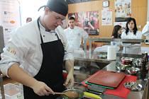 Na Střední škole hotelové a služeb v Kroměříži se konala mezinárodní gastronomická soutěž. Soutěžící se utkali v kategoriích kuchař, cukrář, barista a sommeliér.