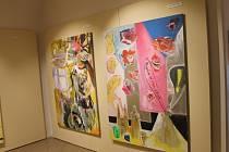 V šesti sálech Galerie v podloubí v Kroměříži probíhá výstava Vladimíra Franze z jeho posledního období. Název výstavy je Oběd hrdiny.