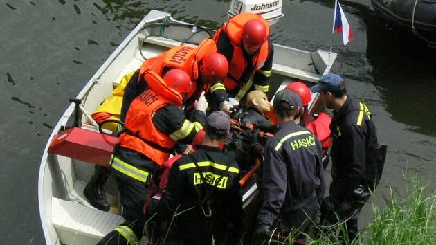 5. května se na řece Moravě v Kroměříži (úsek od hlavního mostu k lávce) konala prezentace složek integrovaného záchranného systému. Policie, hasiči, zdravotníci a potápěči předvedli divákům například záchranu tonoucího a další zásahy na vodě.