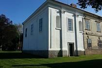 Zlínský kraj přispěl na část rekonstrukce fasády zámku v Uhřicích.